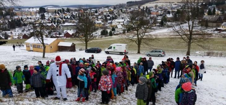 Der Schneeengelchor der Seiffner Hortkinder auf …